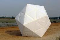 polyèdre, papier, carton. Diam: 3M